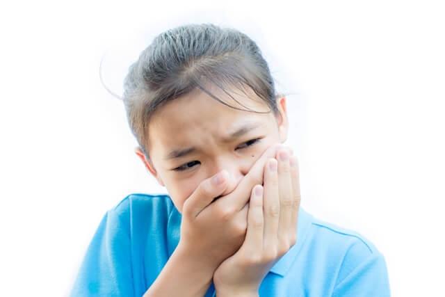 girl-felling-toothache